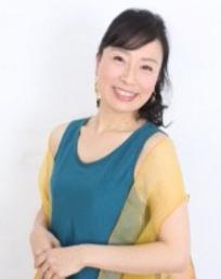 久保田潤子(ソプラノ/中世ハープ)